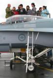 Devant le cockpit du F-18