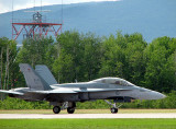 F-18 sur la piste