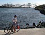 le cycliste et le pont