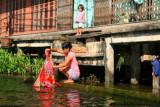 Women and child, Damnoen Saduak