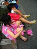 Spectator girls in jinbei