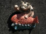 Ceramic cat and his catch