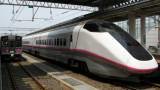 Tōkyō-bound Akita Shinkansen pulls in