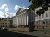 Clear autumn sky over Tartu University