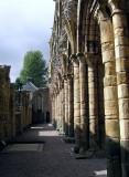 Jedbourgh Abbey -4 Sept 07.jpg