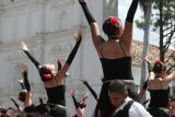 Baile de Tango Frente a la Iglesia