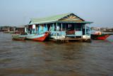Fishing village - School - Tonle Sap - CambodiaLake who grow 3 times his superficie at the raining season