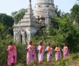 Nuns, Near Mandalay (Mar 07)