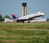 Delta Air Lines MD-90 (N906DA)