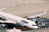 LUFTHANSA AIRBUS A340 MUC RF 1552 3.jpg