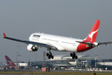QANTAS AIRBUS A330 300 SYD RF IMG_8133 .jpg