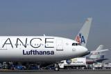 LUFTHANSA AIRBUS A340 RF IMG_0687.jpg