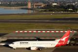 QANTAS BOEING 737 400 SYD RF IMG_9574.jpg