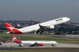 QANTAS AIRBUS A330 300 SYD RF IMG_9824.jpg