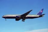 UNITED BOEING 777 200 LHR RF 1078 30.jpg