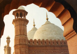 Badshahi Mosque thru arch