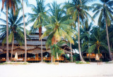 Chaweng Beach-big hotel and house