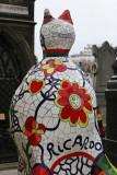 Une oeuvre de Nikki de Saint Phalle décore cette tombe