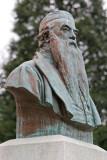 Dans le cimetière de Montparnasse - Buste de François Rude