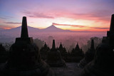 Borobudur: sunrise over Gunung Merapi