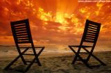 Cadeiras no nascer do sol