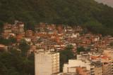 lateral vista - favela do leme