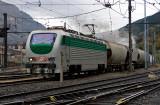 Une locomotive italienne, la E402-154 à Modane.