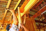 0526 Hammering in the last tenon to hang the door in the new drum tower.  ***Explanatiion***