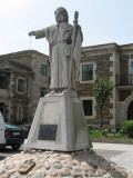 Statue of the Apostle pointing the way