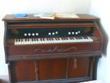 pump organ (traporreltjie)*
