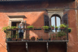 3205 - Verona - on a balcony in Verona stood ......jpg