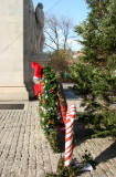 Holiday Wreath & Tree at the Arch