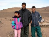 015 Leaving the Sahara - Proud father & children.JPG