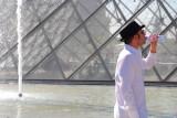 Paris, l'eau du Louvre.