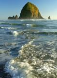 Cannon Beach - Haystack Rock & Wave