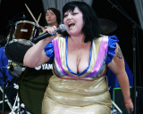 Hannah Billie and Beth Ditto of The Gossip