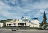 Íàöèîíàëüíûé òåàòð â Ãîðíî-Àëòàéñêå / Gorno-Altaisk town, new Altai national theater