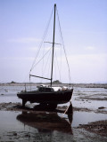Sailingboat fallen dry