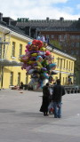 Once a year Finns buy - and sell! - MANY balloons!