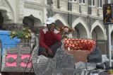 victoria outside the taj hotel DSC_7208.jpg