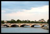 Puente de la Concordia con el Louvre al fondo
