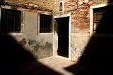 venezia-shadows.jpg
