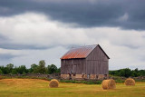Barn Under Looming Sky 62155