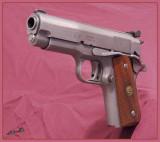 01906 - Pistol