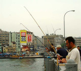 04128 - Fishermen on the Golden horn bridge / Istanbul - Turkey