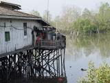 Rumah Panggung di teluk Balikpapan
