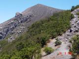 estafet  meniti punggungan gunung