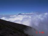 Sundoro & Sumbing malu2 mengintip dari celah awan