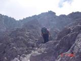 terus mendaki diantar batuan padas lava beku