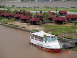 resort di tengah sungai Mahakam